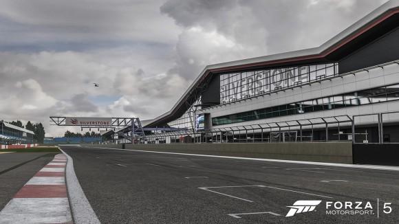 Forza5_Silverstone_01_WM