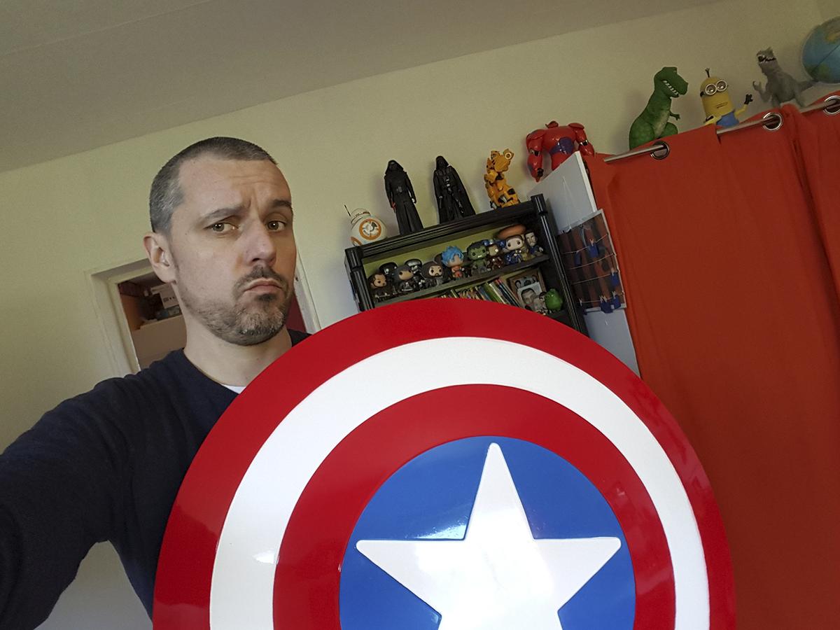 captain america offrez vous son bouclier insert coin. Black Bedroom Furniture Sets. Home Design Ideas